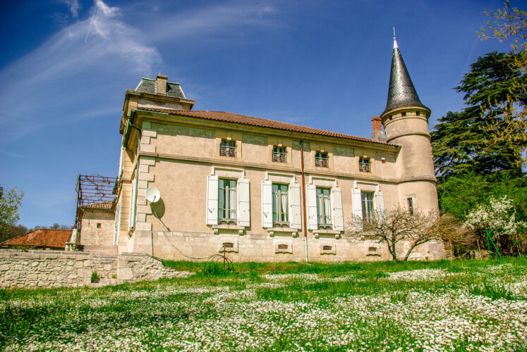 Chateau Montjoi2