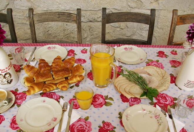 croissants & jus